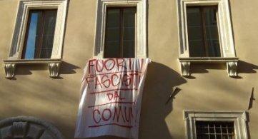 """L'Aquila """"Fuori i fascisti dalla Casa comunale"""""""